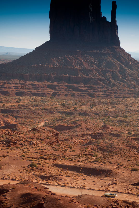Kjell's Series 2 E-type driving the jeep-trail in Monument Valley!