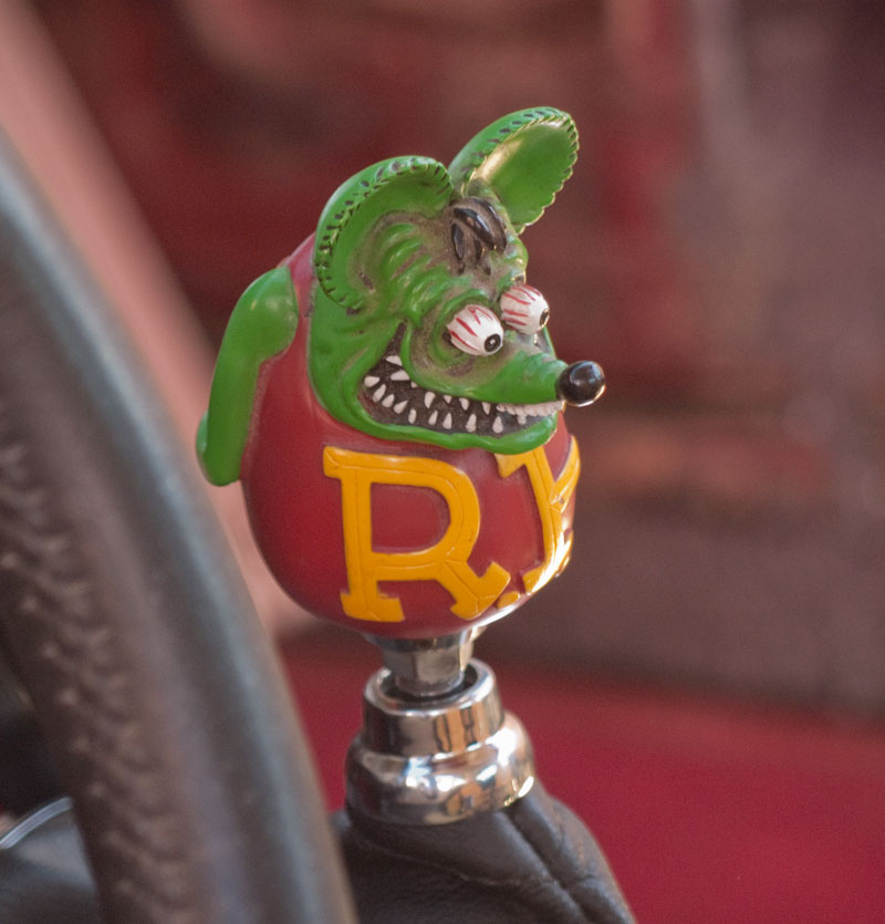 Wiggy's Rat Fink shifter knob also likes Moki Dugway.